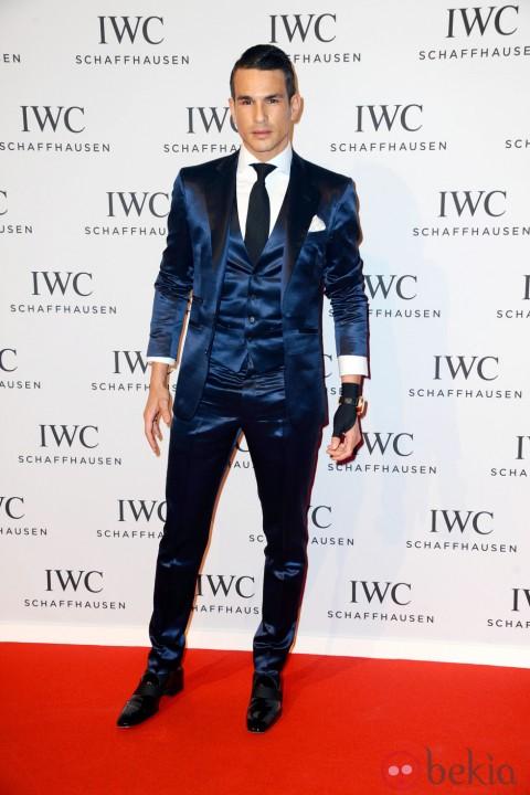Traje azul con chaleco vestido por Jose María Manzanares