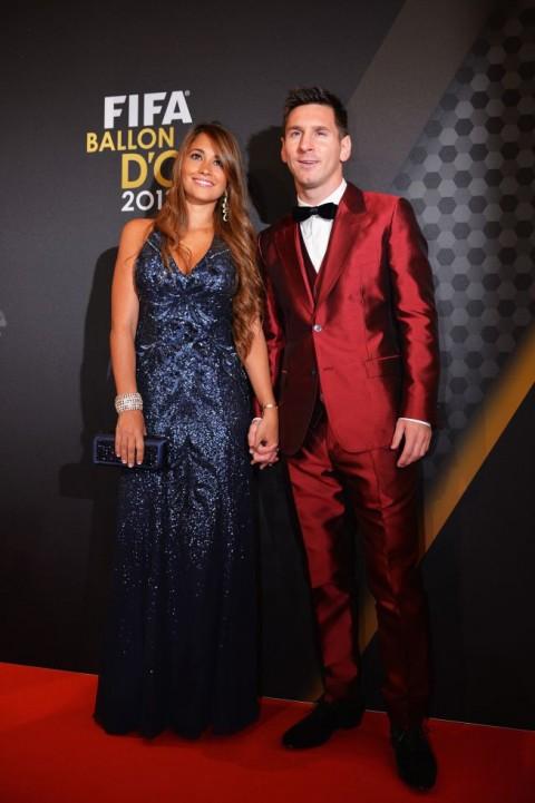 Traje rojo de seda Dolce & Gabbana por Lionel Messi