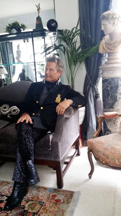 Black jacket and velvet black trousers worn by Javier de Juana