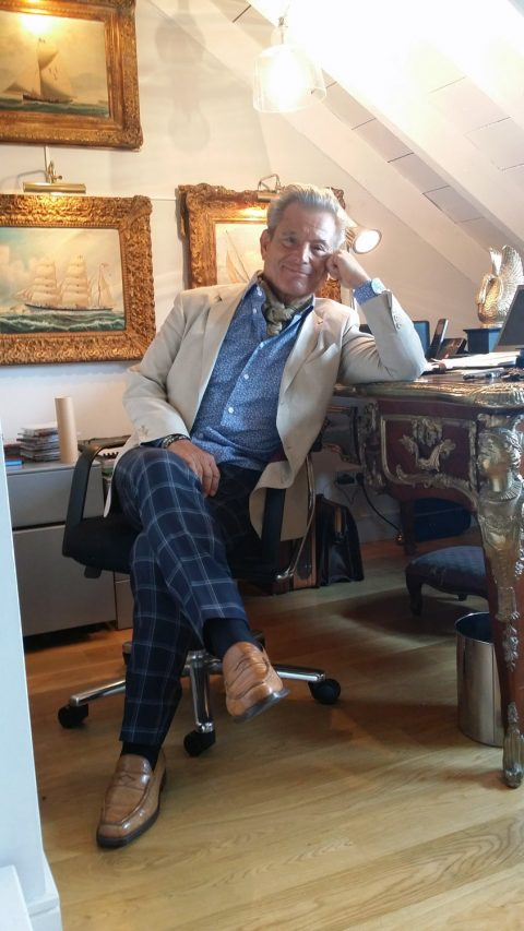 White silk jacket and checked black trousers worn by Javier de Juana
