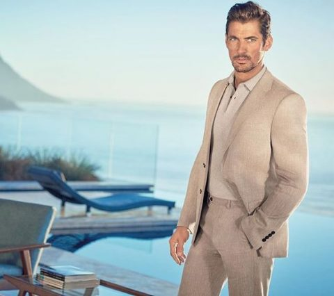 Traje Beige Marks & Spencer P/V 2016 vestido por David Gandy