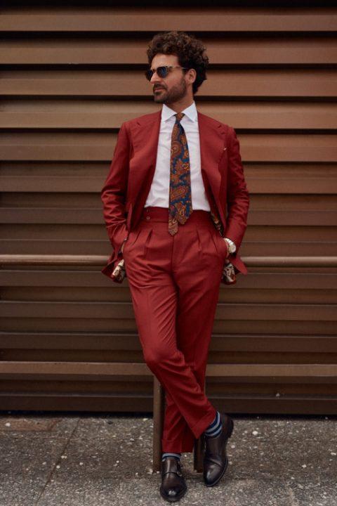 Traje rojo Pitti Uomo Streetstyle