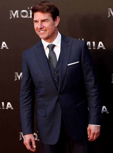 Traje tres piezas azul Brioni vestido por Tom Cruise