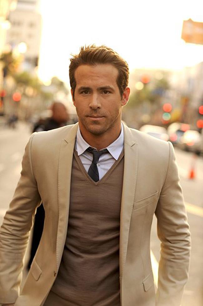 Chaqueta beige vestida por Ryan Reynolds