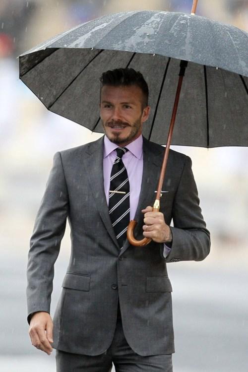 Traje Gris 2 botones vestido por David Beckham