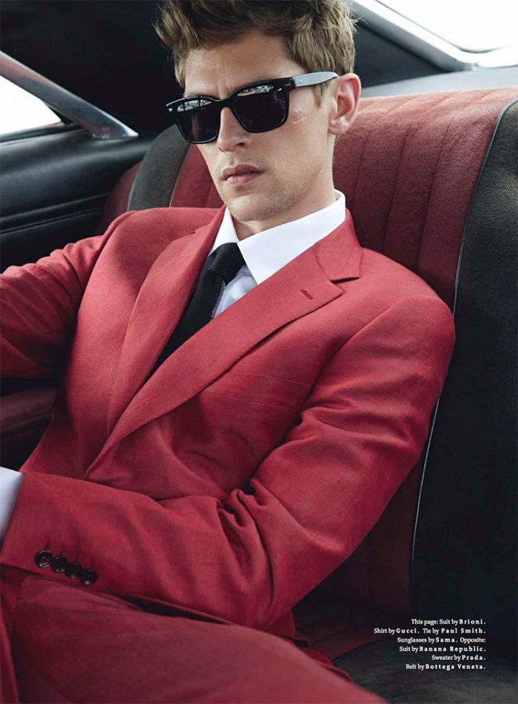 Traje rojo camisa cuello blanco