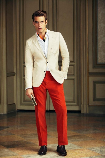 Americana beige pantalón rojo Loewe P/V 2013