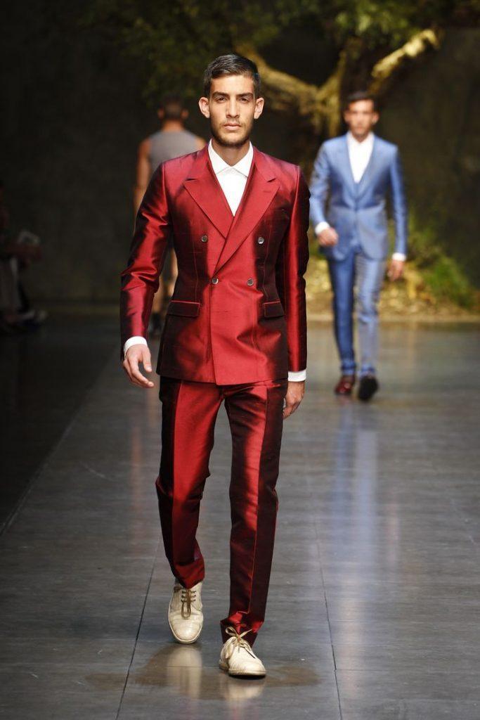 Traje rojo cruzado P/V 2014 Dolce & Gabbana