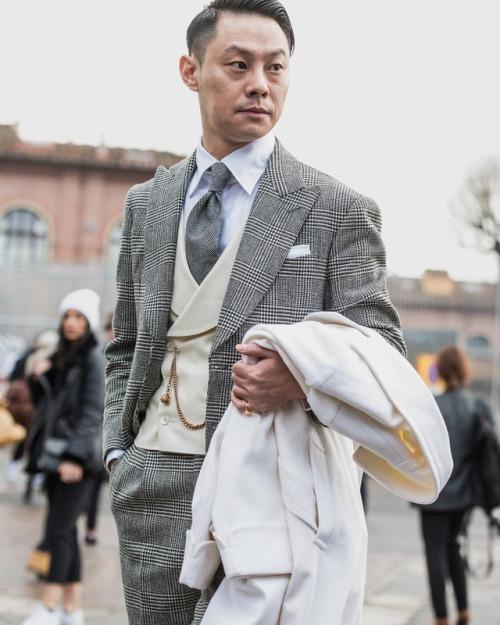 Traje gris cuadro Príncipe de Gales con chaleco cruzado
